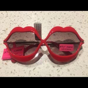 BETSEY JOHNSON betseyville sunglasses HOTLIPS LIPS
